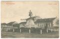 Békéscsaba, Kossuth tér 1911 - Medovarszky Pál tornácos parasztháza (iparosok háza), Kossuth szobor